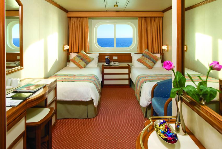 Ship Oceana 260 00 M Long Can Accommodate Up To 1950 Passengers Taoticket